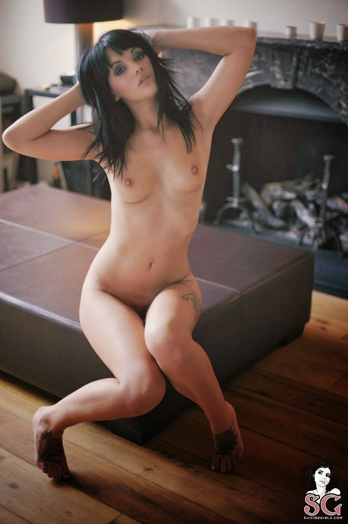 Mel (Suicide Girl) – Sexy On Nude